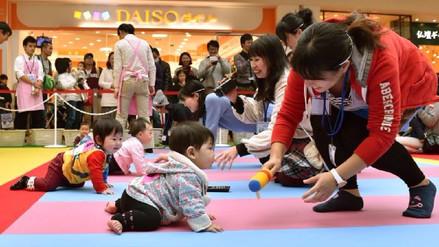 La razón por la que en Japón nacen pocos bebés