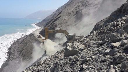 Continúan las labores para restablecer tránsito en la Panamericana Sur