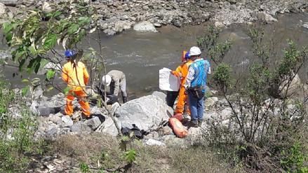 Supervisan derrame de petróleo en río Olmos tras vuelco de cisterna
