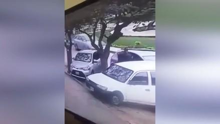 Delincuentes roban partes de vehículos a plena luz del día en Pueblo Libre