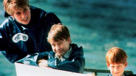 Príncipes Harry y Guillermo revelaron fotos exclusivas con su madre