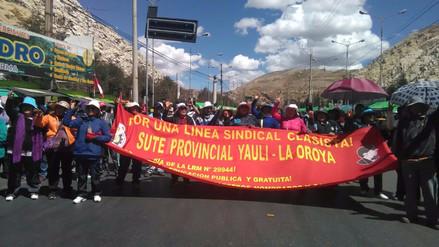 Profesores en huelga bloquearon la Carretera Central en La Oroya