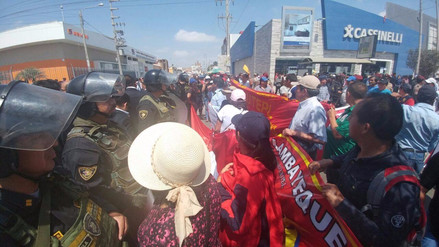 Docentes protestaron durante desfile cívico militar en Chiclayo