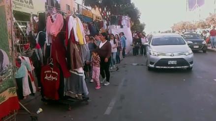 Ambulantes y vendedores invaden las calles de Trujillo