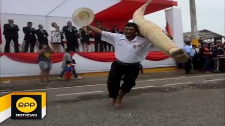 Huanchaco: pescadores desfilaron con sus 'Caballitos de Totora'