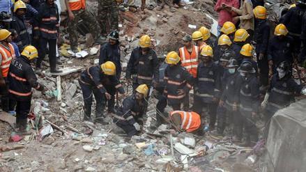 Al menos 17 muertos al derrumbarse un edificio en la India