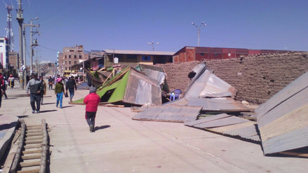 Juliaca: vecinos se enfrentan a comerciantes para desalojarlos de veredas
