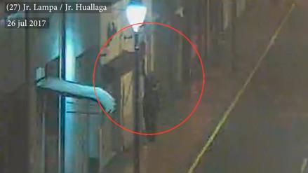 Capturan a hombre que robaba de madrugada banderas del Cercado