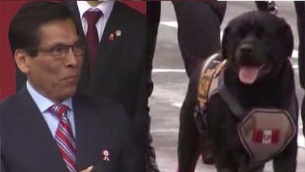 Ministro de Agricultura se emocionó al ver a su perrito desfilar durante la parada cívica militar