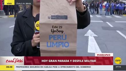 Parada Militar: dan bolsas a los asistentes para que no arrojen basura