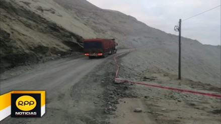Reabren tránsito en la Panamericana Sur tras deslizamiento de cerro