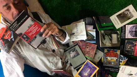 FIL Lima 2017: Mario Bellatin autografió más de 30 libros a un solo lector