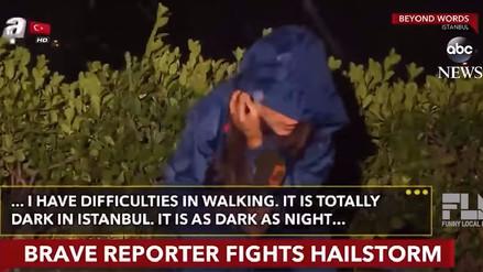 YouTube   Una reportera turca soportó una intensa granizada en su despacho en vivo