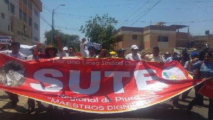 Docentes piuranos se sumaron a huelga indefinida