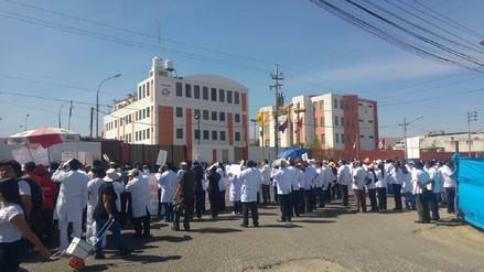 Descuento de sueldos a médicos en huelga se aplicará en Arequipa