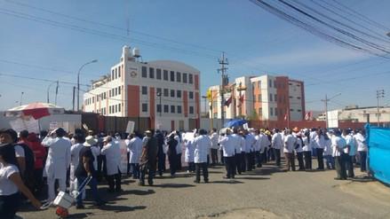 Aplicarán descuentos a médicos de Arequipa que acatan huelga
