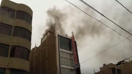 Incendio en edificio de José Leonardo Ortiz dejó solo daños materiales