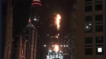 Video | Un incendio afecta a un rascacielos residencial en Dubai