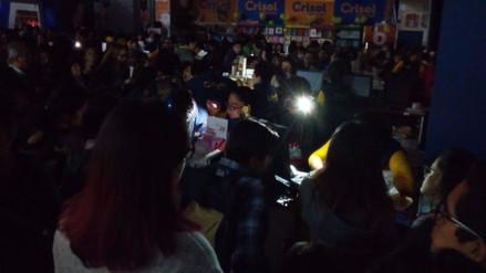 Un apagón en la Feria del Libro generó malestar entre asistentes
