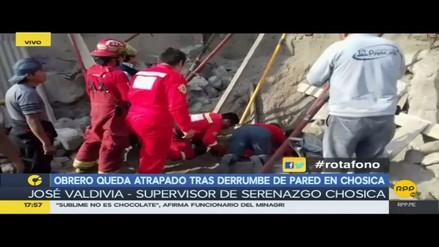 Obrero queda atrapado tras derrumbe de pared en Chosica