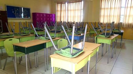 Profesores en huelga acudieron a firmar y abandonaron las aulas