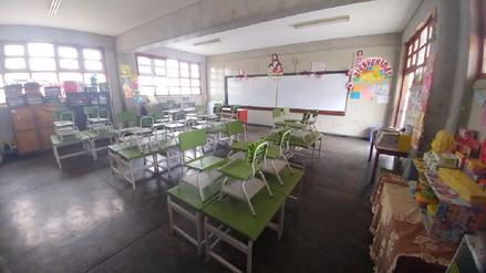 Padres de familia piden a maestros que regresen a clases