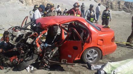 Dos muertos dejó choque entre cisterna y auto en la Panamericana Sur