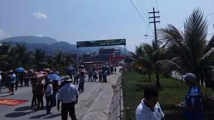 Profesores de Chanchamayo bloquearon la Carretera Central