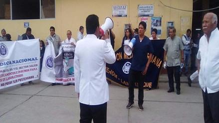 Médicos amenazan con radicalizar huelga si no hacen caso a sus reclamos