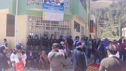 Docentes de Tarma recorren las calles y protestan en la Ugel local