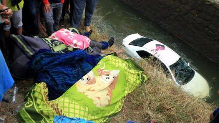 Cuatro muertos tras despiste de auto a canaleta