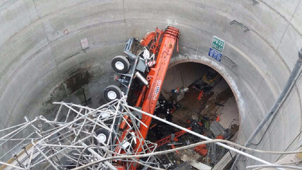 Una grúa cayó en pozo en construcción de la Línea 2 del Metro de Lima