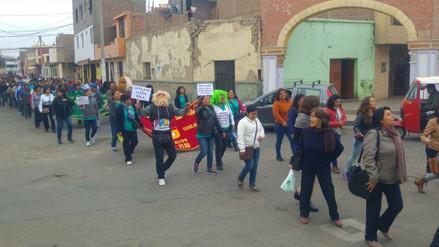 Profesores acatan tercer día de huelga en Ica