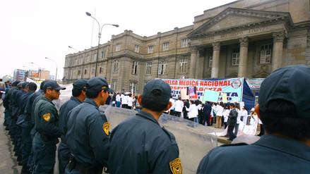 El Colegio Médico del Perú anuncia que la huelga seguirá en algunas regiones