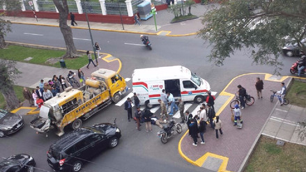 Vecinos reportan que se originan accidentes de tránsito en av. Arequipa por falta de señalización