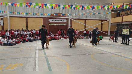 Policía Canina sensibiliza a escolares para el buen trato de mascotas