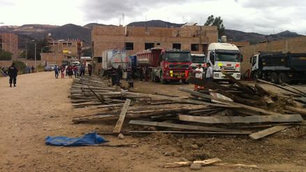 Municipio derriba cerco perimétrico que invadía calle