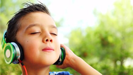 Explicar la canción hará que tus hijos entiendan qué es lo que cantan