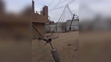 Camión chocó con poste y alarmó a vecinos en Puente Piedra