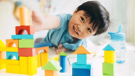 Juguetes tradicionales fomentan la socialización en los niños
