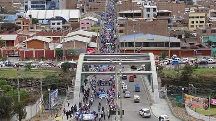 Decenas de profesores protestan por las calles de Bellavista-San Martín