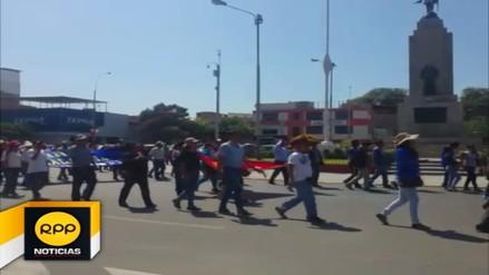 Profesores piuranos protestaron durante presentación de Plan de Reconstrucción