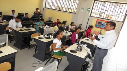 Colegio de Tarapoto recibe a alumnos que pierden clases por huelga