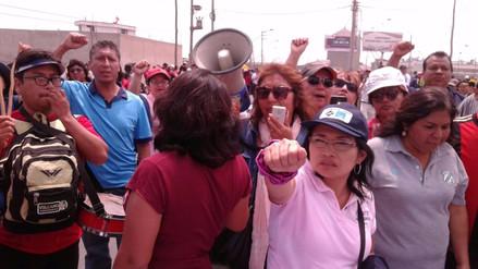 Se restablece tránsito en la Panamericana Norte tras bloqueo por profesores
