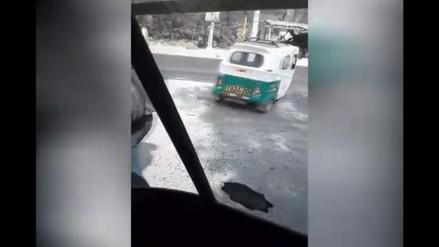 Hueco en la pista genera malestar en conductores en Chosica
