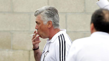 El Bayern Munich le prohibió a Carlo Ancelotti fumar dentro del club