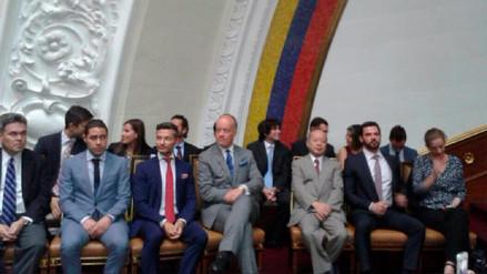 Parlamento venezolano sesionó con 18 embajadores a un día de disolución