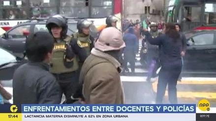 Nuevos enfrentamientos entre maestros y policías en la avenida Abancay
