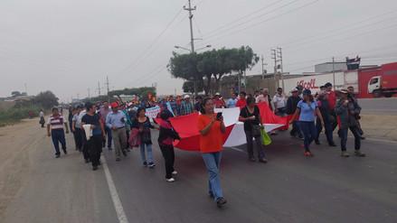 Profesores lambayecanos realizan masiva marcha de sacrificio