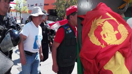 Huancayo: intervienen a manifestante con bandera del Partido Comunista